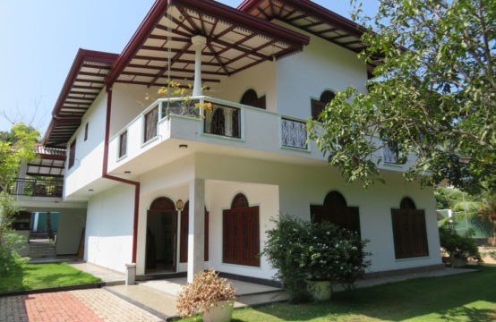 Beautiful 6 bedroom villa for sale