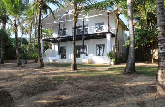 One Bedroom beachfront Cottage for sale 1 Acre